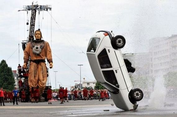 56623923 - Accidentes bizarros de coches