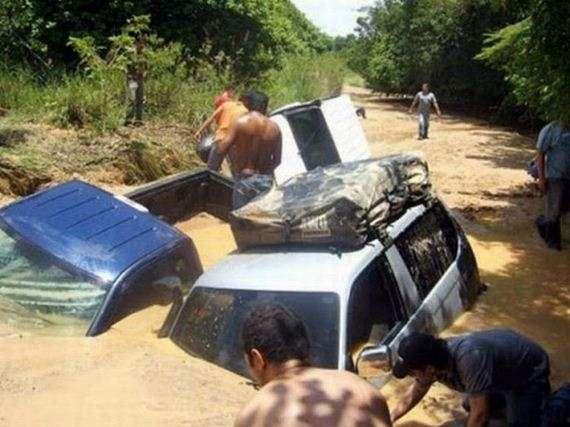 87650325 - Accidentes bizarros de coches